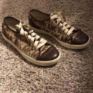 Michael Korda tennis shoe.
